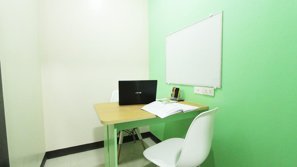 Hình ảnh phòng học 1:1 tại trường anh ngữ Pines Main
