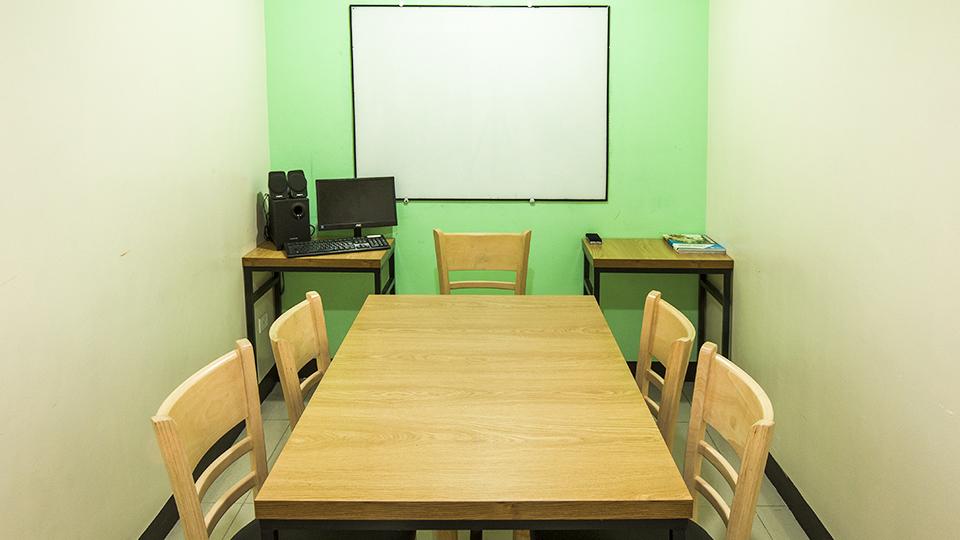 Hình ảnh phòng học 1:4 tại trường anh ngữ Pines Main
