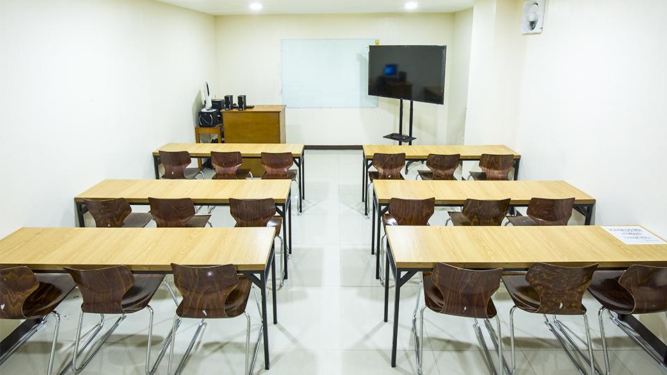 Hình ảnh phòng học nhóm lớn tại trường anh ngữ Pines Main