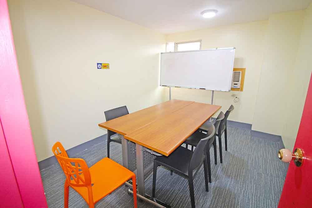 Phòng học nhóm nhỏ – Trường Anh ngữ IMS Banilad