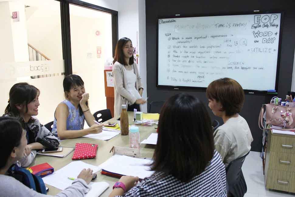 Lớp học nhóm - Trường anh ngữ EV Academy